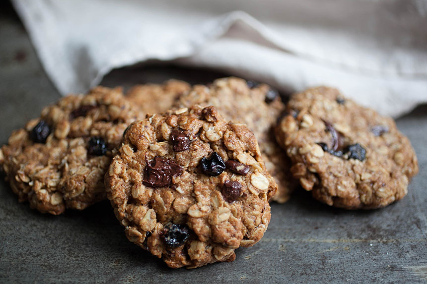 Chocolate Cherry Oatmeal Cookies | Gold&Thyme