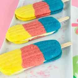 Bunte Eis-am-Stiel-Kekse