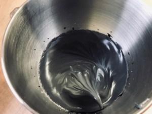 Schwarzer Macaronteig