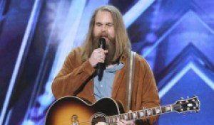 Swedish singer Chris Klafford ('America's Got Talent') earns mixed reviews from Simon and Howie with original song [WATCH]