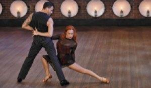 卡拉斯和卡普斯波克在一起跳舞时,你的舞蹈和跳球的舞蹈和跳球的时候很兴奋
