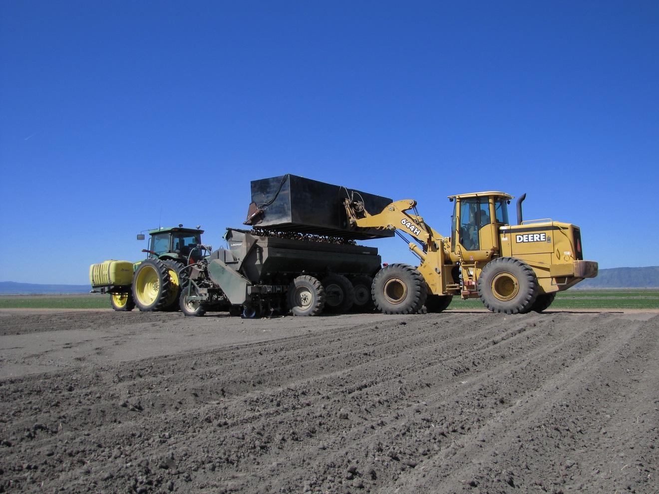 Loading Lockwood Potato Planter Gold Dust Amp Walker Farms