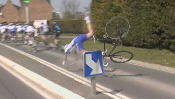 chute-Yoann-Offredo-Paris-Roubaix-crash-accident