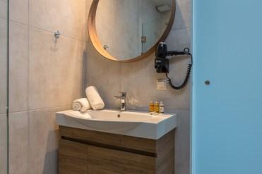 golden-mare-bathroom-standard-double-gallery-new