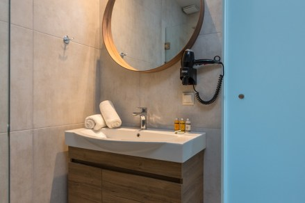 golden-mare-bathroom-standard-double-gallery-new