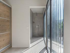 golden-mare-family-room-suites-new-bathroom