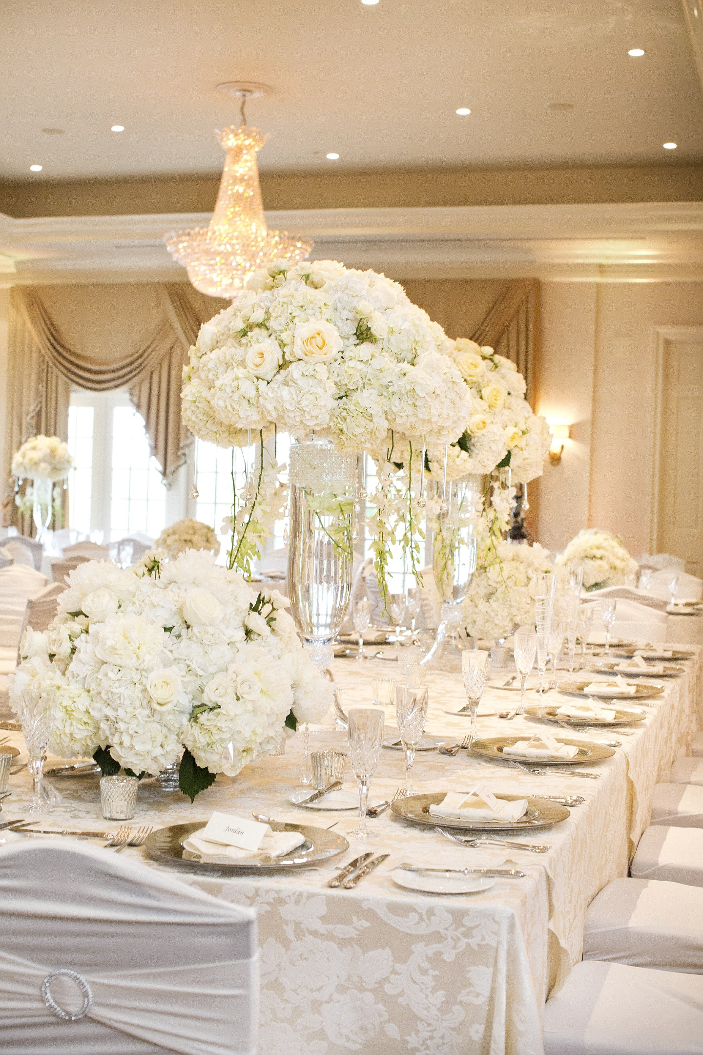 Sweetheart Table vs Head Table Which is Best for Your