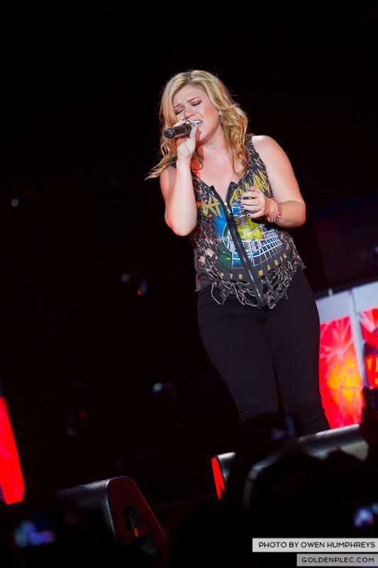 Kelly Clarkson @ The O2  by Owen Humphreys-12