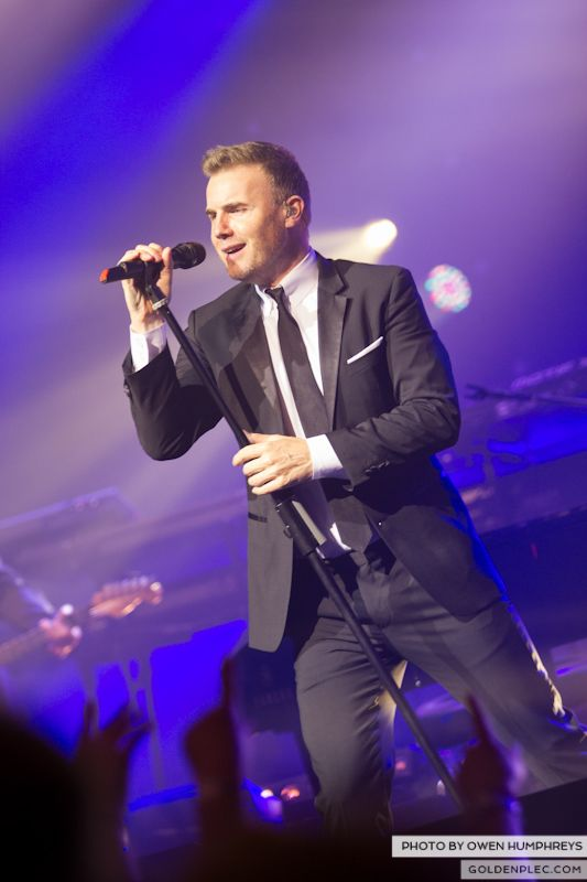 Gary Barlow @ The Olympia on 7-1-13 (15)