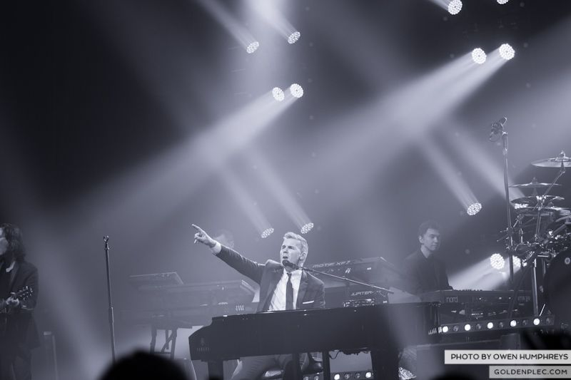 Gary Barlow @ The Olympia on 7-1-13 (16)