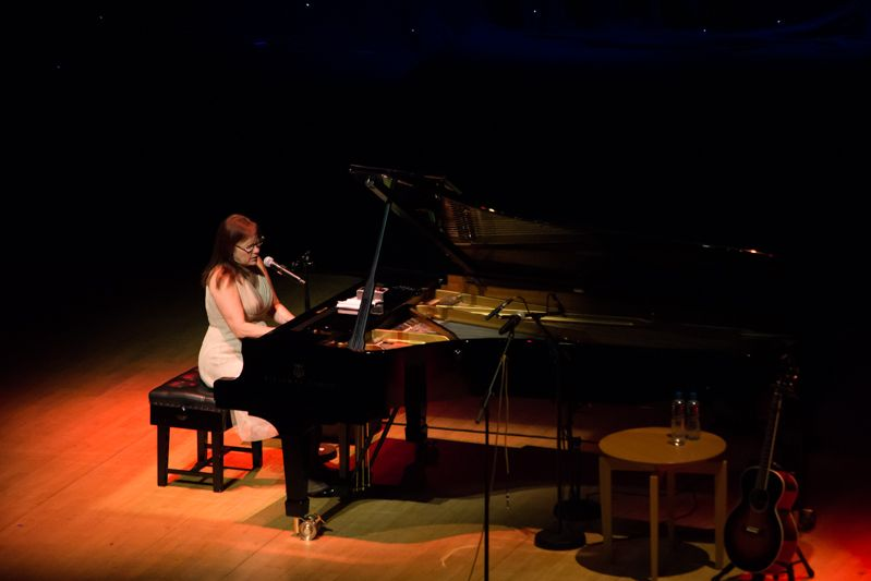 Iris Dement at NCH on 08-08-13 (4)