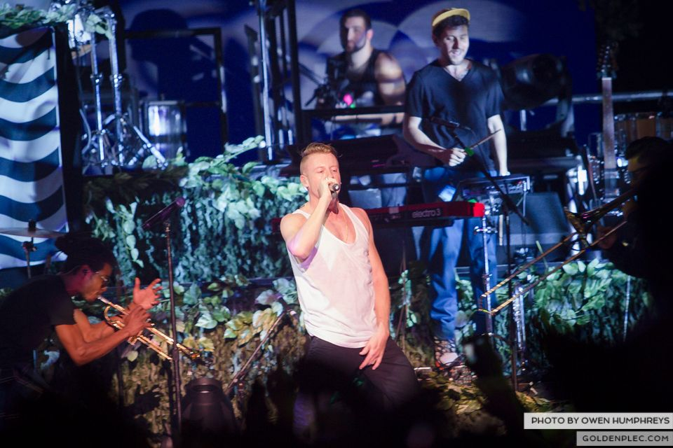 Macklemore & Ryan Lewis @ The O2 on 14-9-13 (17 of 18)
