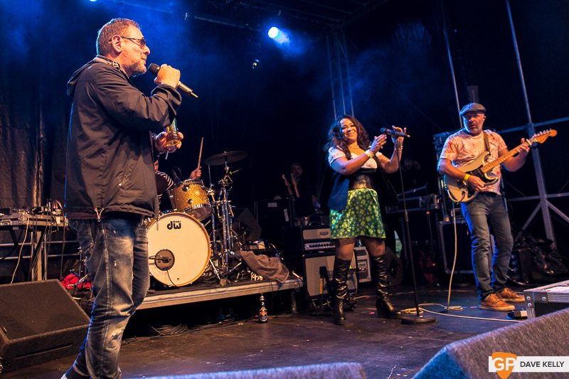 The Happy Mondays at Leopardstown Racecourse on 17 August 2017 (28 of 30)