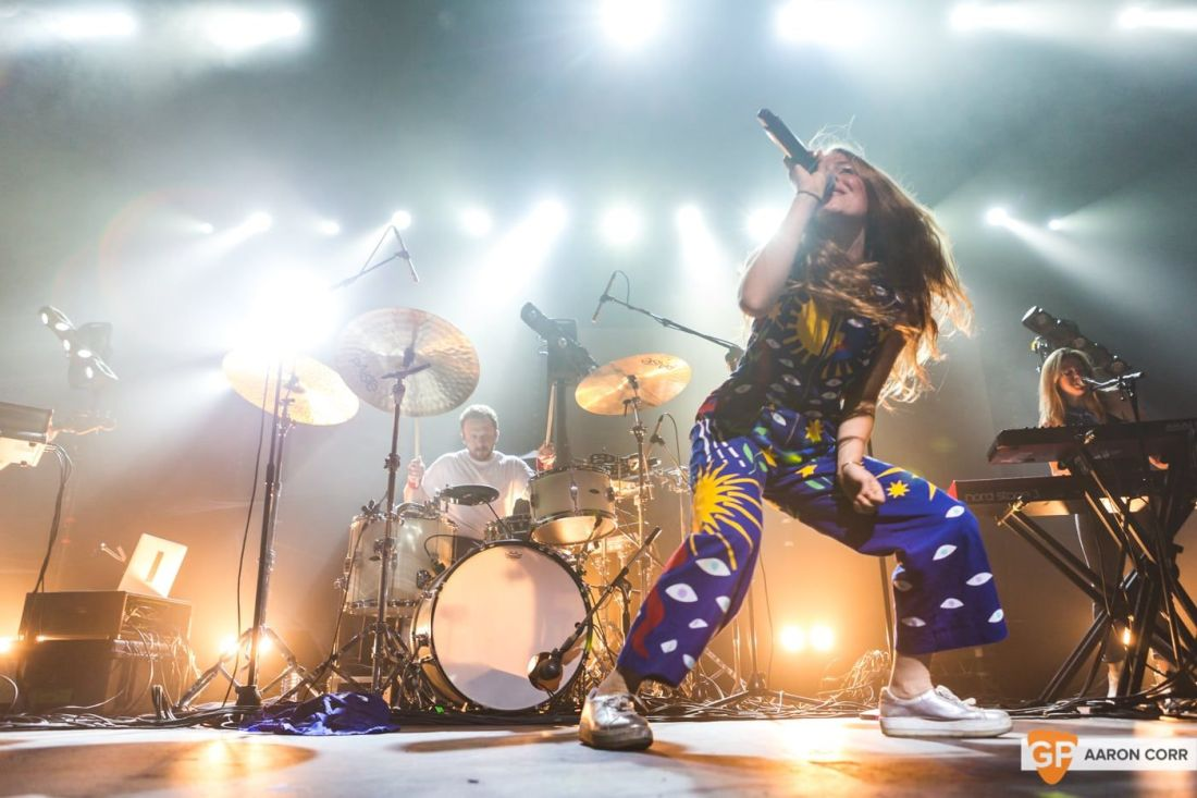Maggie Rogers w-Haim at Olympia by Aaron Corr-1559