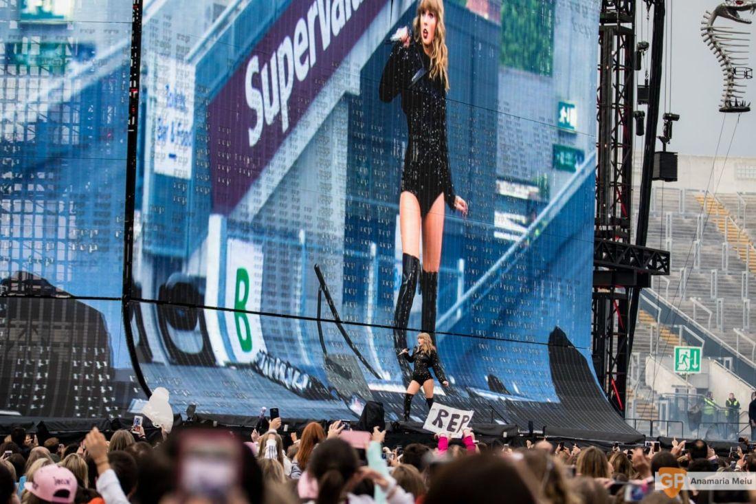 Taylor Swift at Croke Park by Anamaria Meiu