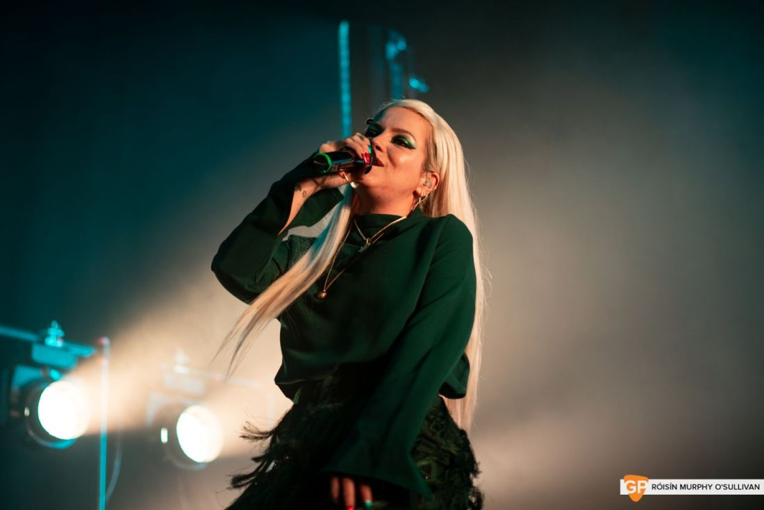 Lily Allen in The Olympia by Róisín Murphy O'Sullivan (5 of 10)
