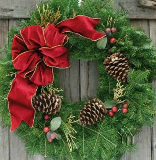 "Traditional Cranberry Splash 25"" wreath"