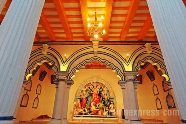 Chakraberia Sarbojonin Durga Puja in South Kolkata