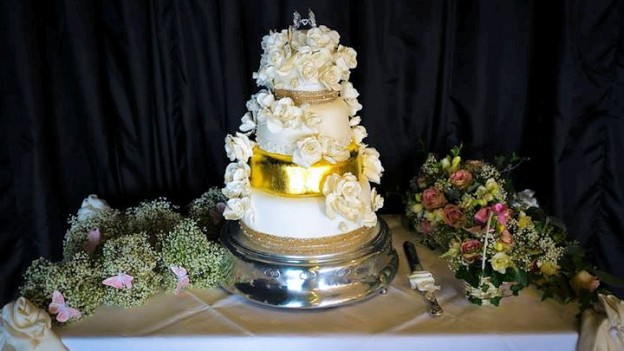 Customer Experiences – Francesca & Her Son's Wedding Cake!