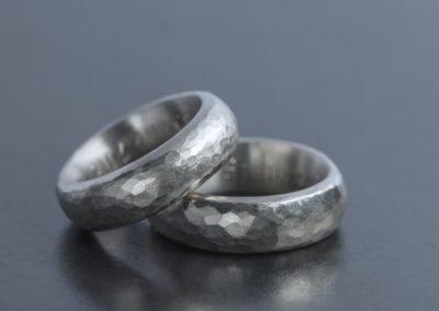 Ring Weissgold Hammerschlag