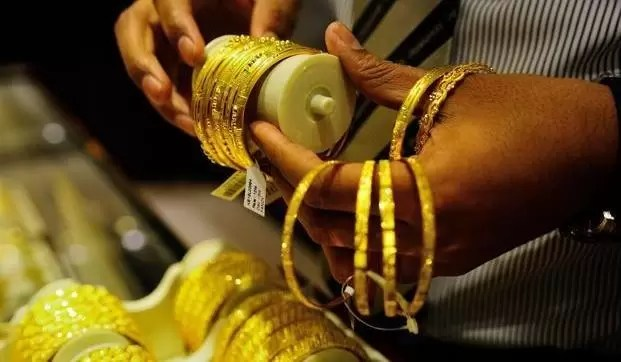 Gold Prices Edge Higher on Jewellers' Buying, Silver Rates Fall – Gold Silver Reports (GSR) via @goldsilverrepor