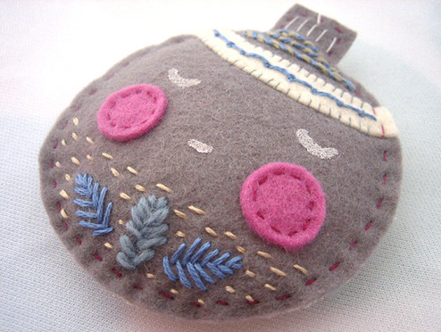 embroidered-felt-ornament