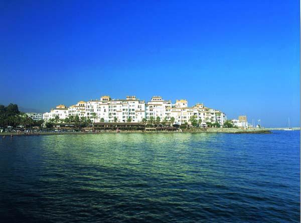 Book Park Plaza Suite Apartments In Marbella Malaga