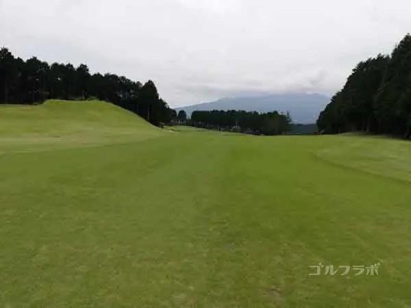 レンブラントゴルフ倶楽部御殿場の富士コース1番ホールの2打目