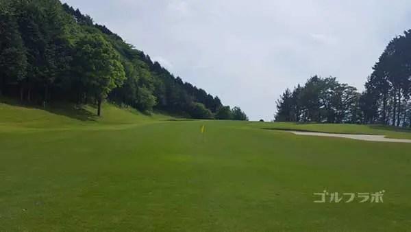 レンブラントゴルフ倶楽部御殿場の駿河コース4番ホールの2打目