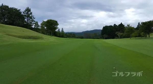 凾南ゴルフ倶楽部の10番ホールの2打目