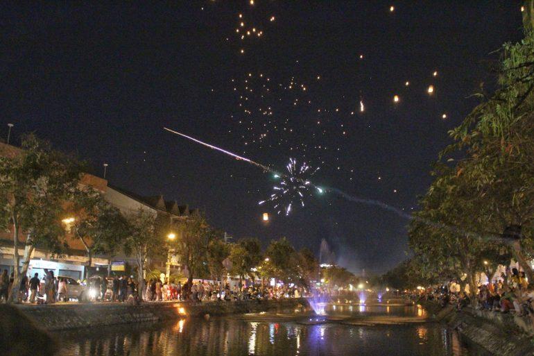 Chiang Mai Thailand fireworks wereldreis