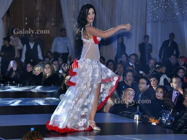 جولولي صافيناز تشعل ليلة رأس السنة ببدلة رقص ماما نويل صور