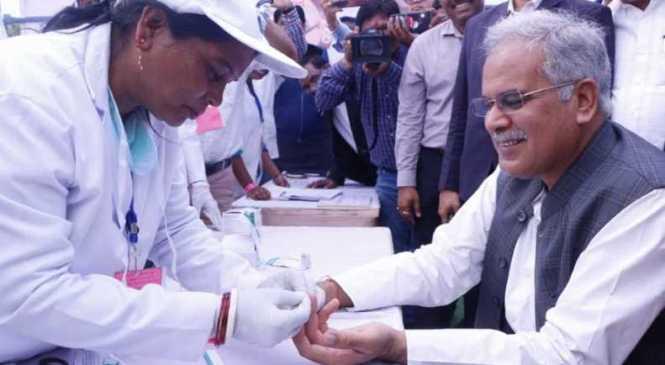 मलेरिया मुक्त बस्तर अभियान: मुख्यमंत्री भूपेश बघेल ने कराया ब्लड टेस्ट, कहा- प्रदेश में सबसे ज्यादा मलेरिया के मामले बस्तर में