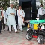 रायपुर : मुख्यमंत्री ने 'रोबोट नर्स' का शुभारंभ कर एम्स रायपुर को सौंपा, कहा 'संक्रमण से बचाव के लिए बहुत उपयोगी'