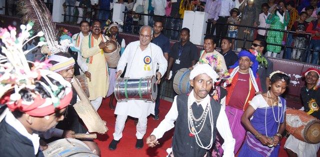 vishwa-adivasi-diwas-1