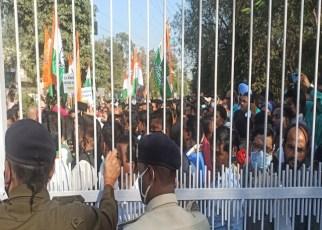 rajbhavan-congressi-gherav-2021