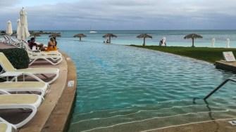 Fiecare hotel are și propria sa piscină. FOTO Cătălin SCHIPOR