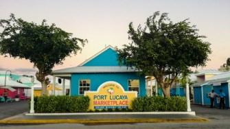 Zona comercială pentru turiștii din Freeport - Port Lucaya Marketplace. FOTO Cătălin SCHIPOR