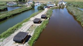 Bungalow-uri în zona Lunca din județul Tulcea. FOTO Paul Alexe
