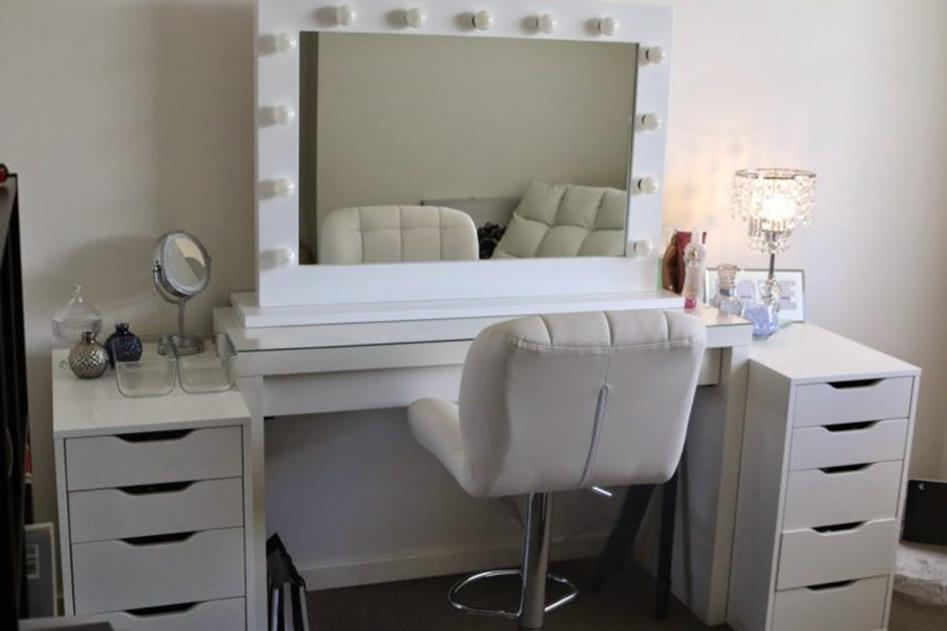 Bedroom Vanity Set With Lights Around Mirror 13