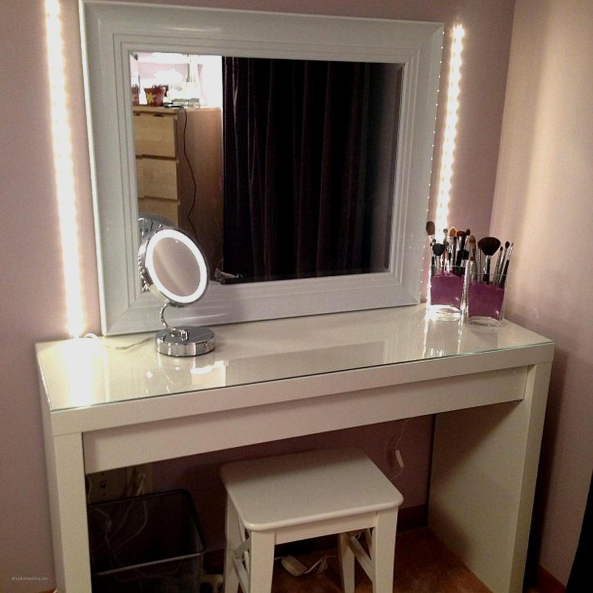 Bedroom Vanity Set With Lights Around Mirror 14 - Gongetech
