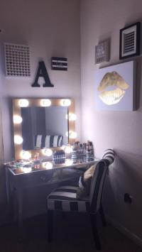 Bedroom Vanity Set With Lights Around Mirror 18 - Gongetech