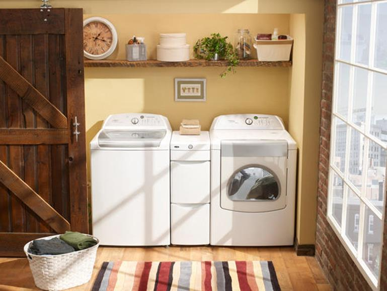 Best Paint Color For Small Laundry Room 23