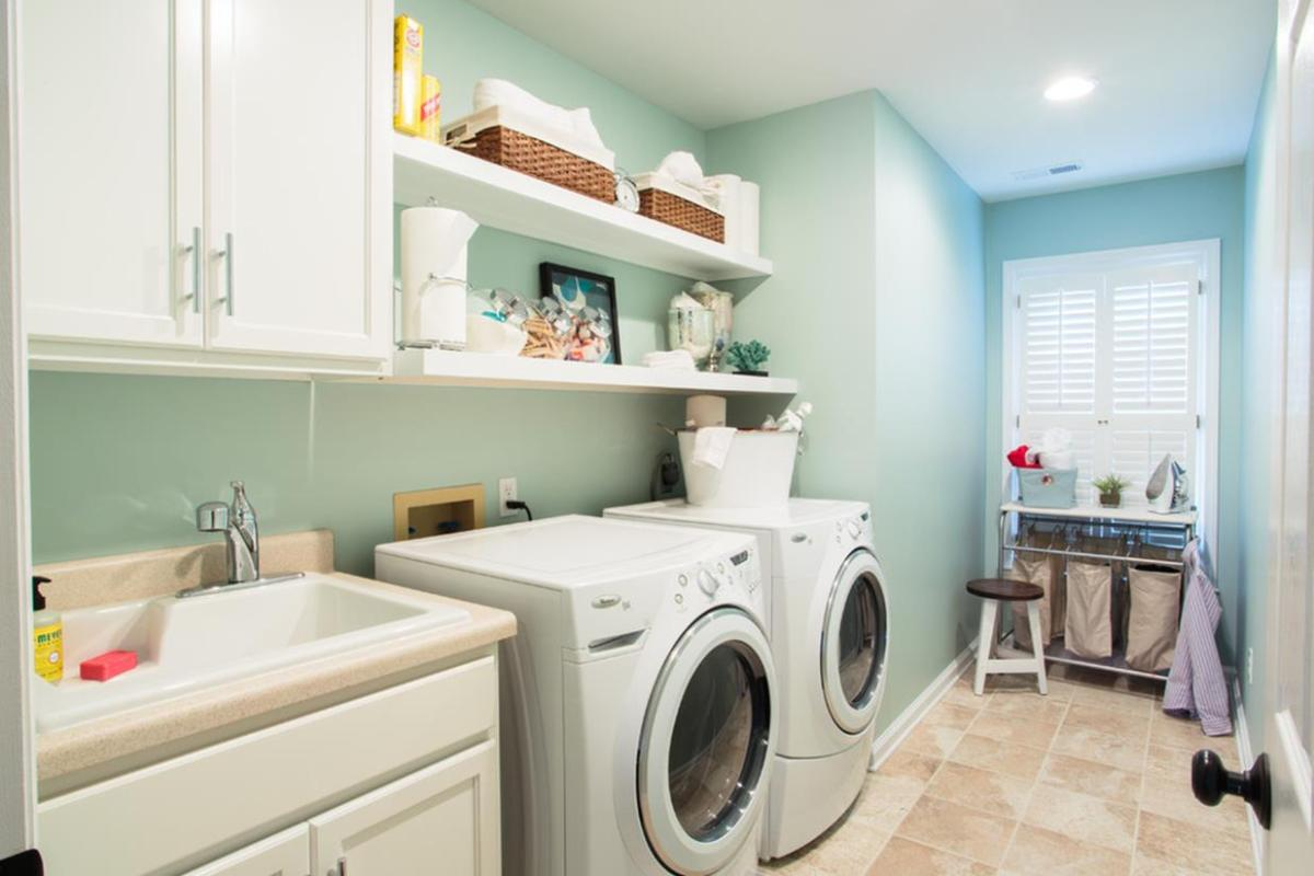 Best Paint Color For Small Laundry Room 30