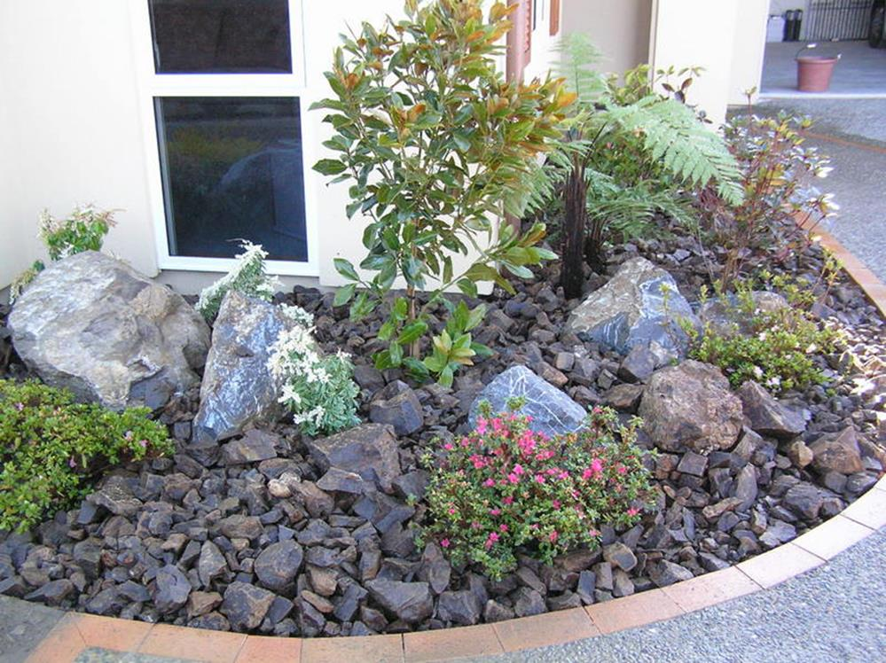 Landscaping Ideas With Rocks And Mulch 7