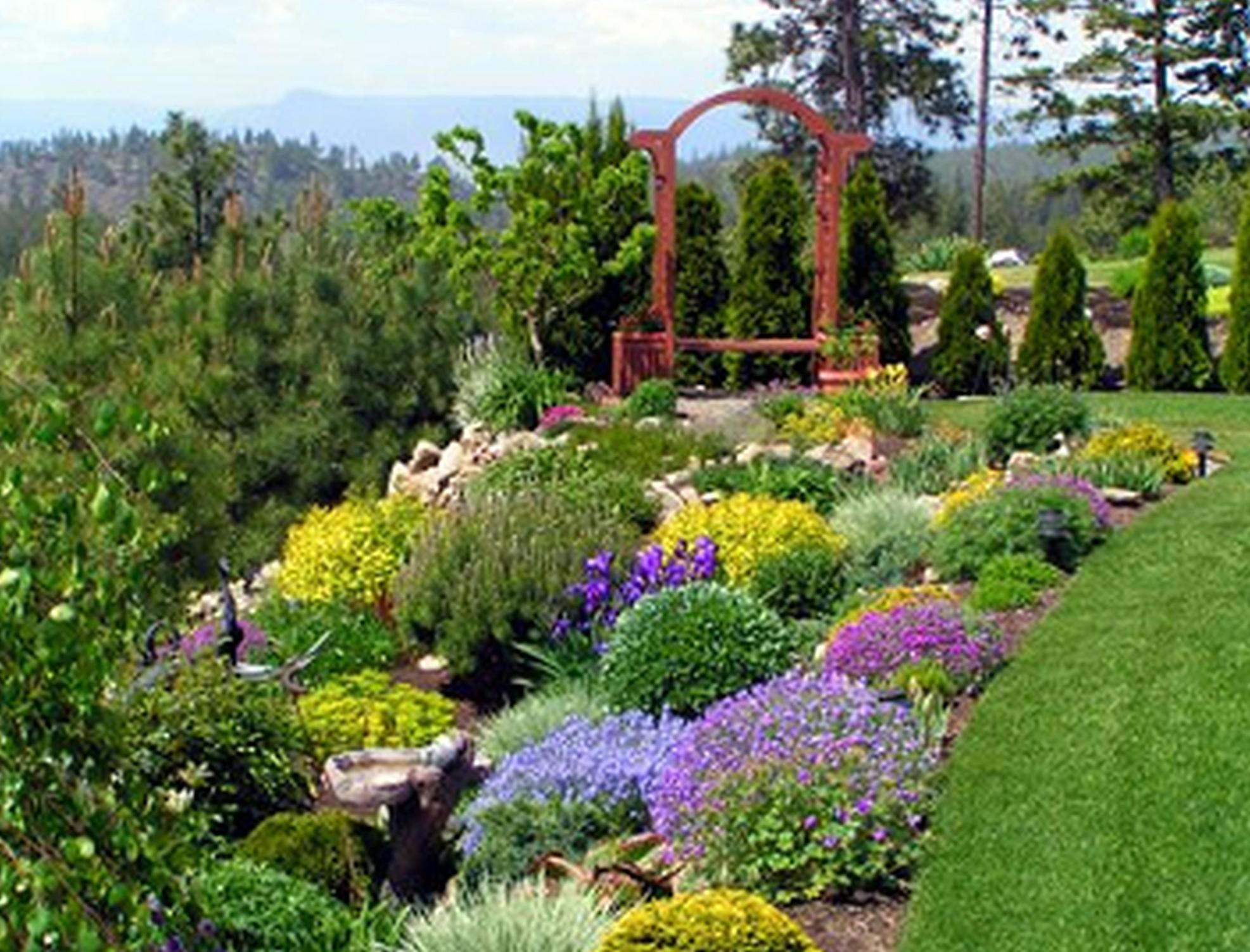Perfcet Easy Garden Landscaping Design Ideas 11