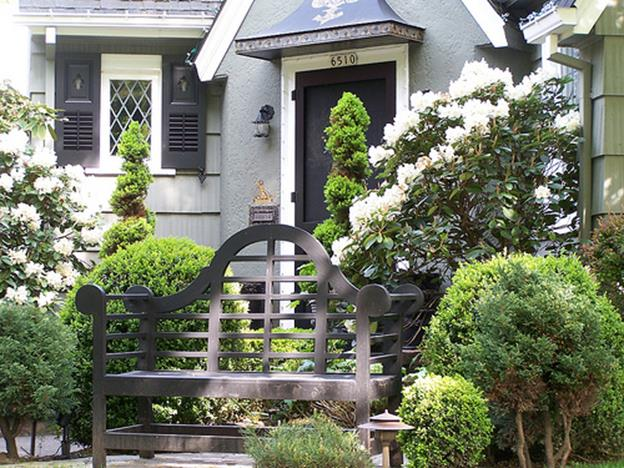 Spring Garden Decorating Ideas for Front Porch 17