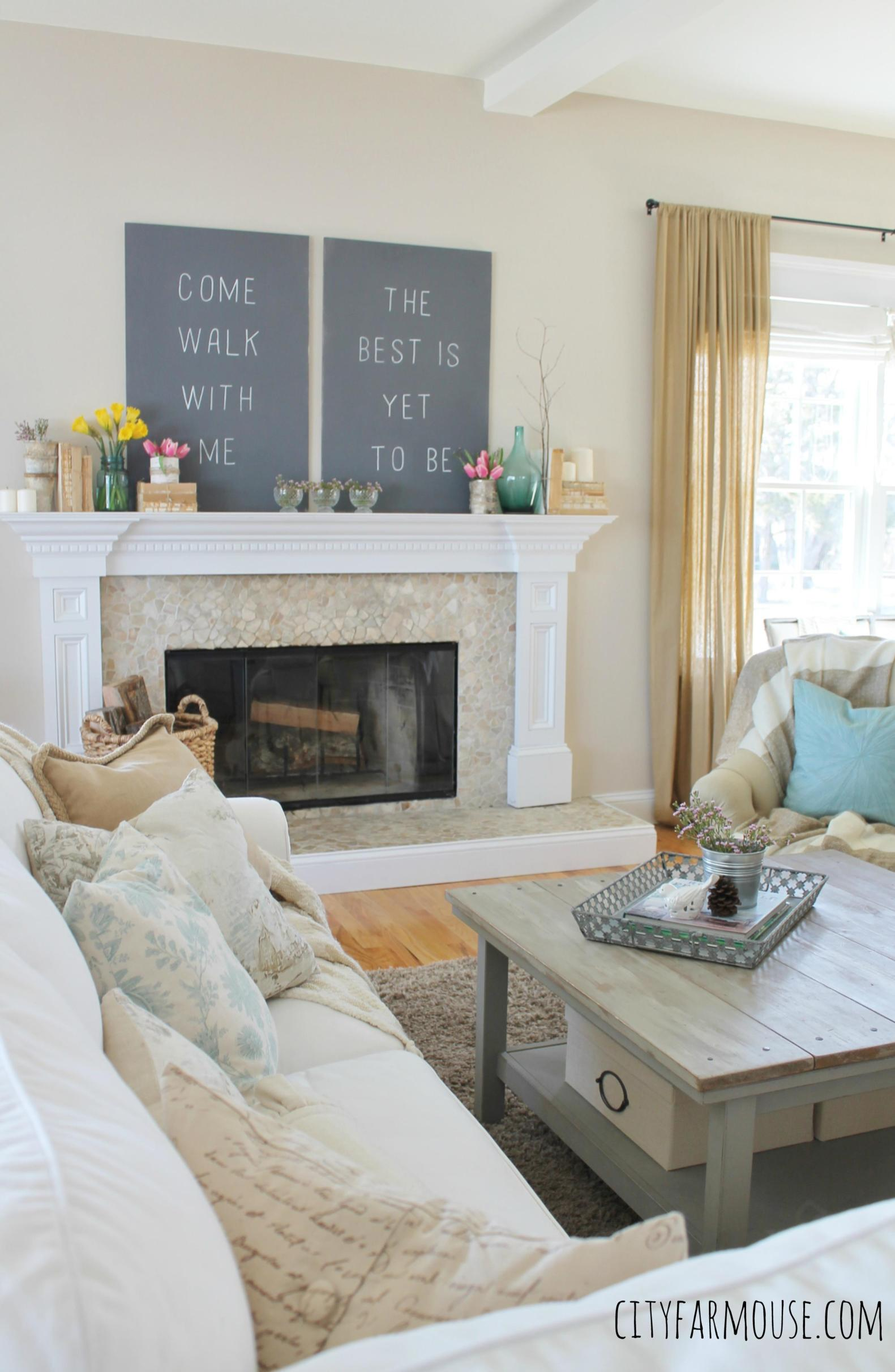Spring Farmhouse Decorating Ideas 31