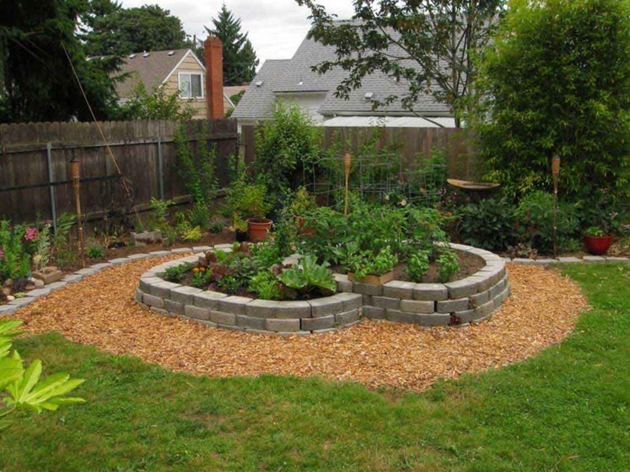 Perfect Landscaping Ideas for Small Yards 12