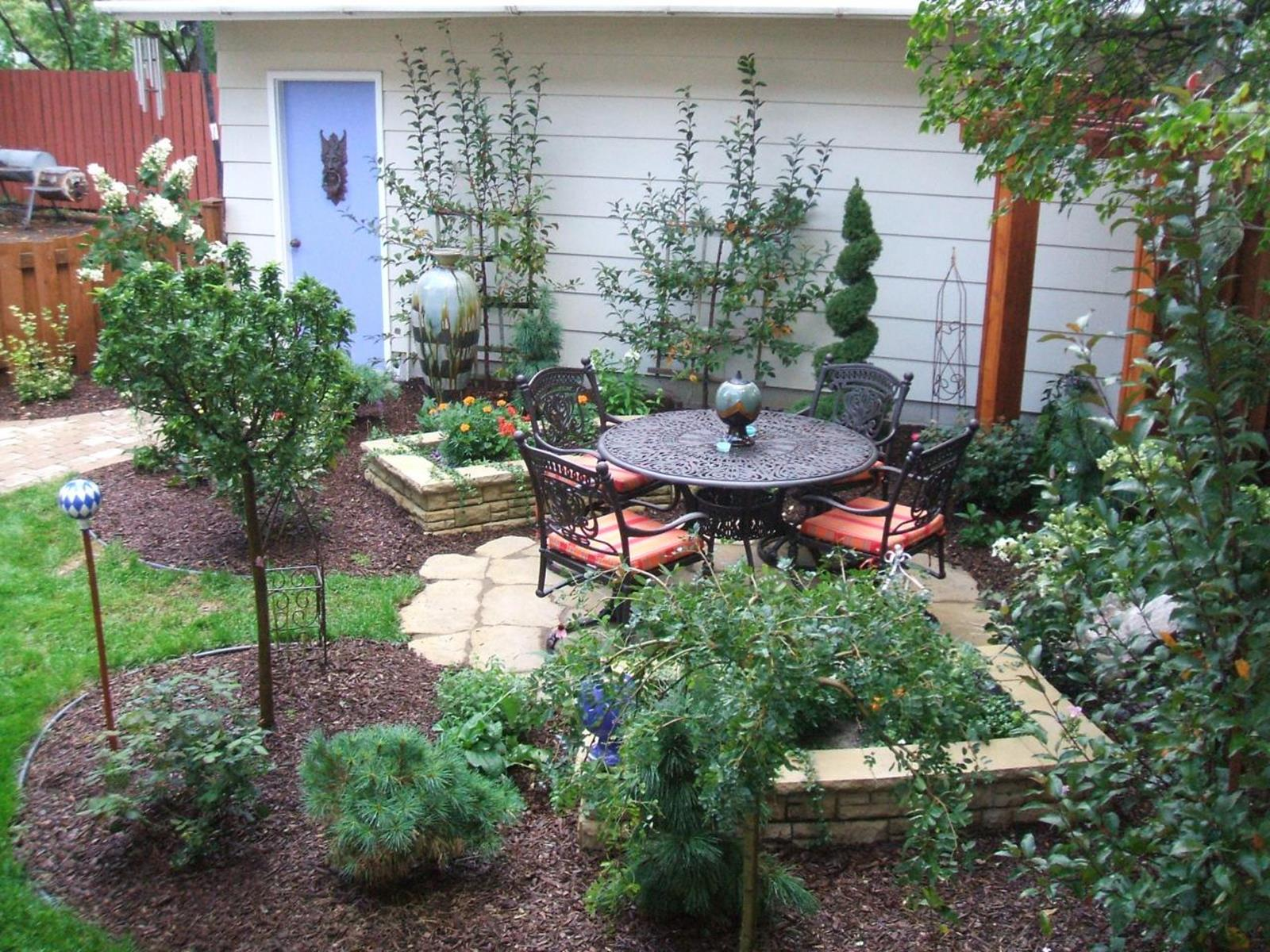 Perfect Landscaping Ideas for Small Yards 45